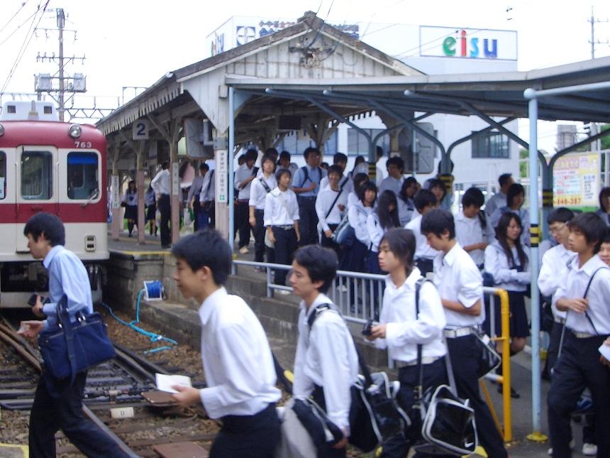 上野市駅ラッシュ風景.JPG
